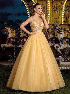 Modelos de vestidos de 15 anos modernos e exclusivos, desenvolvidos pelos nossos estilistas com a dedicação total em agradar as debutantes. - Coleção Cotton Candy Grad Dresses, Ball Dresses, 15 Dresses, Pretty Dresses, Ball Gowns, Formal Dresses, Wedding Dresses, Beige Blond, Quince Dresses