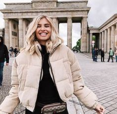 Super travel outfit winter berlin ideas Source by kendramorrow fashion travel Canva Instagram, Feeds Instagram, Winter Stil, Ootd Winter, Autumn Winter Fashion, City Outfits, Mode Outfits, Fashion Outfits, Fashion Women