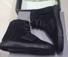 achat 2017 Kanye West x Yeezy 750 Boost Black Noirout Triple Black Noir Youth Big Boys Sneakers Nike Shoes 2017, New Adidas Running Shoes, Yeezy Boost 750 Black, Black Yeezys, Yeezy 750, Popular Shoes, Fashion 2017, Fashion Shoes, Runway Fashion
