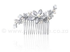 This floral themed side accent hair comb is a perfect way to finish a French plat or up do. This beautiful comb can add a touch a glamour to any special occasion, pair with a crystal drop earrings and encrusted cuff bracelet. Bridal Comb, Hair Comb Wedding, Bridal Hair, Vintage Hairstyles, Wedding Hairstyles, Vintage Hair Combs, Wedding Hair Accessories, Hair Piece, Your Hair