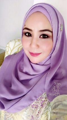 PRETTY MUSLIMAH Muslim Girls, Muslim Women, Hijab Fashion, Women's Fashion, Samurai Artwork, Headscarves, Beautiful Hijab, Beauty Full Girl, Blonde Beauty