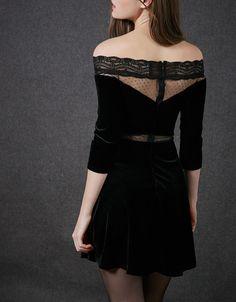 Vestido BSK terciopelo. Descubre ésta y muchas otras prendas en Bershka con nuevos productos cada semana
