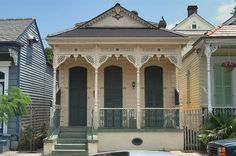 A shotgun house near Burgundy(?) Street in Faubourg Marigny. New Orleans, Louisiana, May 2005 I live in a duplex shotgun house on Orleans Ave in the late S. New Orleans Architecture, Vernacular Architecture, Southern Architecture, Victorian Architecture, Landscape Architecture, Creole Cottage, Cottage Style, Cottage Homes, Builder Grade Kitchen