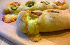 Tronchetto di pizza con zucchine e mortadella