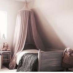 Min Alices rum  #alice #barnrum #numero74 #sänghimmel #rosa #barnrum #kidsroom #inredning #inspiration #barn Linen Bedroom, Baby Bedroom, Bedroom Decor, Childs Bedroom, Pink Bedroom For Girls, Big Girl Bedrooms, Malva, Reno, Fashion Room