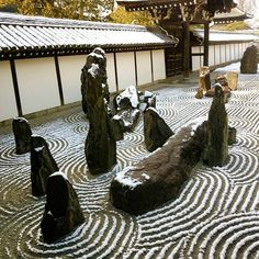 Tofukuji✴  Hasso garden✨  This expresses the whole life of Buddha  The garden was designed in 1939  by landscape sculptor Shigemori Mirei ❇  Modern and innovative Zen sect garden  The south garden is similar to the garden of Daitokuji temple that he made  It is nice to see both on the snowy day  東福寺✴  八相の庭✨  これは釈迦の生涯を意味します  重森美玲の作庭❇  この南庭は彼が作った大徳寺の庭に似ていますね  どちらも雪の日に観ることが出来て嬉しいです  #八相の庭 #hassononiwa #東福寺 #Tofukuji  #Japanesegarden #drylandscapegarden #Zen #そうだ京都行こう #Kyototemple  #K...