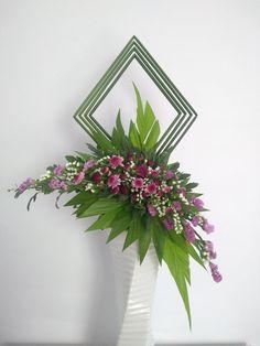 Tropical Floral Arrangements, Contemporary Flower Arrangements, Creative Flower Arrangements, Ikebana Flower Arrangement, Church Flower Arrangements, Orchid Arrangements, Church Flowers, Beautiful Flower Arrangements, Flower Art
