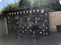 My name is Paul Nowak, and I'm a hobbyist woodworker from Sheffield, in jolly old England. My latest woodworking project was a resounding success! Backyard Bar, Ponds Backyard, Backyard Ideas, Outdoor Pallet Bar, Outdoor Ideas, Diy Garden Bar, Diy Home Bar, Home Bar Designs, Man Cave Home Bar