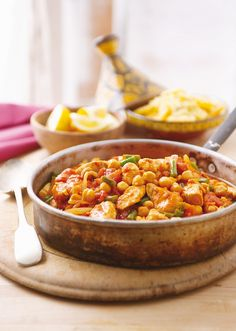 Marokkanische Hühnchen-Kichererbsenpfanne - smarter - Zeit: 20 Min.   eatsmarter.de