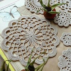 16 Ideas For Crochet Granny Square Purse Beautiful Crochet Placemats, Crochet Doily Patterns, Crochet Art, Cotton Crochet, Crochet Home, Thread Crochet, Love Crochet, Crochet Granny, Crochet Motif