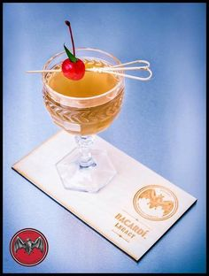Cocktail from Krzysztof Ciemiera POLAND  40 ml Bacardi Carta Oro 25 Martini Rosso 30 ml syrup Pineapple & Ginger 5ml vinegar 2 dash BLACK walnut bitters Pinch of salt  #cocktailsaroundtheworld #sharingiscaring — con Krzysztof Ciemiera.