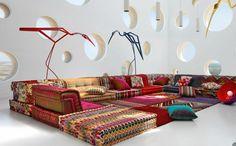 Canapé aux tissus imprimés et design original
