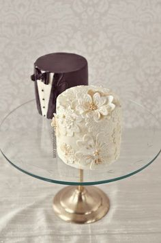 Cutest Mini Wedding Cakes Ever His and hers individual cakes. His and hers individual cakes. Pretty Cakes, Cute Cakes, Beautiful Cakes, Amazing Cakes, Amazing Wedding Cakes, Sweet Cakes, Mini Cakes, Cupcake Cakes, Petit Cake