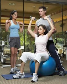 Lose Weight sure comes with a lot of effort and struggle. Gym workout routines are gaining popularity, and going by the number of women who are visiting the gym for Lose Weight, the trend surely seems to be on the upswing. Health Guru, Health Class, Health Trends, Health Tips, Work Out Routines Gym, Workout Routines, Workout Regimen, Workouts, Workout Guide