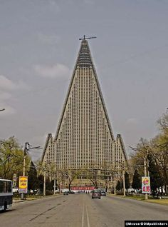 somewhere in north korea - reminds me of recent scandinavian architecture tho ;)
