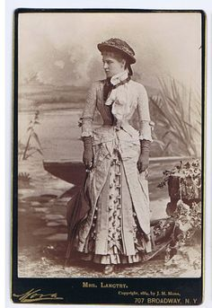 Lillie Langtry - wow.. you can see how short she is!
