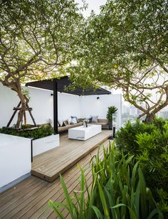 Roof garden While old around idea, the particular pergola continues to be enduring a modern Rooftop Garden, Indoor Garden, Outdoor Gardens, Outdoor Spaces, Outdoor Living, Outdoor Decor, Terrace Design, Garden Design, Patio Interior