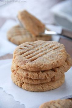Gluten Free Peanut Butter Cookies Healthy Gluten Free Recipes Gluten Free Peanut Butter Cookies recipe are Healthy and Skinny with Only 4 natural ingredients. They are dangerous. So dangerously good that is. Gluten Free Peanut Butter Cookies Recipe, Almond Flour Cookies, Almond Flour Recipes, Gluten Free Cookies, Buckwheat Recipes, Coconut Flour, Gluten Free Deserts, Gluten Free Sweets, Gluten Free Baking