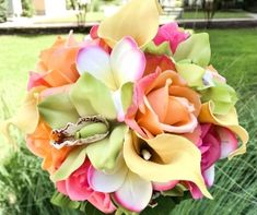 Check out photos of gorgeous and unique beach theme wedding centerpieces. Get inspiration from amazing beach wedding centerpieces perfect for any budget. Destination Wedding Welcome Bag, Wedding Welcome Bags, Beach Wedding Hair, Our Wedding, Maldives Wedding, Beach Wedding Centerpieces, Wedding Decorations, Artificial Wedding Bouquets, Beach Theme Wedding Invitations