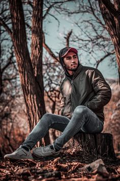 5 Formidable Bohemian Style Images Man Sitting On Cuted Tree Free Lightroom Presets Wedding, Best Free Lightroom Presets, Lightroom Presets For Portraits, Photo Poses For Boy, Boy Poses, Portrait Photography Poses, Dark Photography, Poses Pour Photoshoot, Best Poses For Men