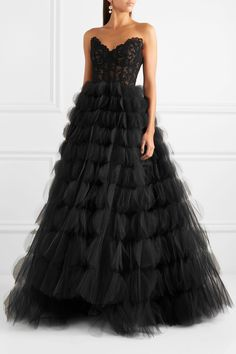 Oscar de la Renta - Strapless corded lace and tulle gown Strapless Dress Formal, Formal Dresses, Long Dresses, Formal Wear, Prom Dresses, Gala Gowns, Tulle Gown, Designer Gowns, Lace Bodice