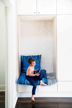 7 Style-savvy ideas for modern living. Photography by Lynton Crabb. From the… 7 Style-savvy ideas for modern living. Photography by Lynton Crabb. Cosy Corner, Diy Hanging, Kid Spaces, Wooden Diy, Modern Living, Home Interior Design, Beautiful Homes, Family Room, Nook