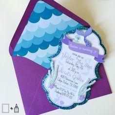 Estas únicas y creativas tarjetas de Mermaid/Under del mar son realmente un espectáculo digno de ver y una invitación que tus invitados les encantará!  Estas tarjetas pueden ser utilizadas como invitaciones, tarjetas de agradecimiento o incluso personalizadas tarjetas de felicitación! Partes Packs están disponibles a petición. Para pedidos personalizados, póngase en contacto con nosotros así podemos adaptar un listado a su solicitud específica.  {LO QUE HA INCLUIDO} • 5 x 7 sirena/b...