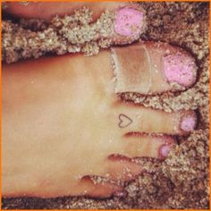 They could have taken that yucky dirty     band-aid off their toe before taking the photo! Yuck!!!!