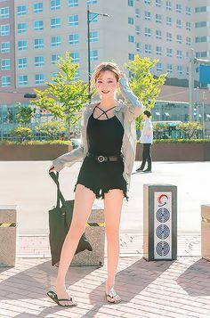 Korean Fashion – How to Dress up Korean Style – Designer Fashion Tips Korean Fashion Trends, Korean Street Fashion, Korea Fashion, Asian Fashion, Korean Girl, Asian Girl, Girl Outfits, Cute Outfits, Uzzlang Girl