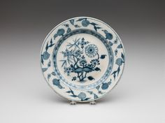 Du Paquier Porcelain Manufactory -  Plate, early 19th century -  Porcelain with underglaze blue and glaze, Diameter: 24.1 cm (9 1/2 inches)