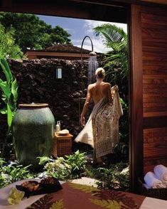 Private, secluded outdoor spa-like shower.... aaaahhhhhhh