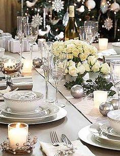 Get inspiration from some of the prettiest Christmas table setting ideas in the link! Christmas Table Settings, Christmas Tablescapes, Christmas Decorations, Holiday Decor, Holiday Tablescape, Noel Christmas, Winter Christmas, Christmas Wedding, Xmas