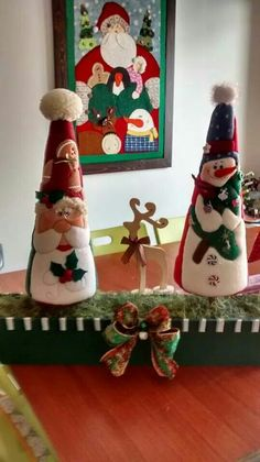 Haz un lindo arbolito navideño con la técnica de patchwork sin aguja ~ lodijoella Christmas Arts And Crafts, Christmas Origami, Felt Christmas Ornaments, Christmas Sewing, Christmas Projects, Handmade Christmas, All Things Christmas, Christmas Holidays, Christmas Decorations