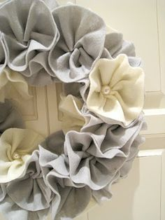 Felt Wreath - this would be so easy to make. @Linda Rushbrook - lookk, it's got the little bedazzler bits we talked about!