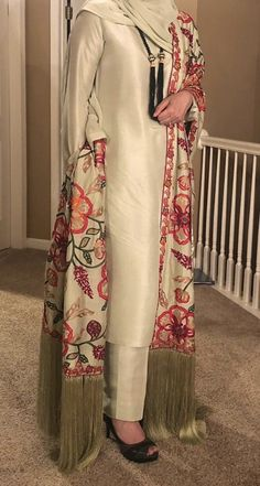 Women clothing Party - - - Women clothing For Summer Simple Dresses Pakistani Fashion Party Wear, Pakistani Formal Dresses, Pakistani Wedding Outfits, Pakistani Dress Design, Indian Fashion, Teen Fashion, Fashion Tips, Designer Party Wear Dresses, Kurti Designs Party Wear