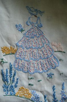 VINTAGE LINEN HAND EMBROIDERED~SOUTHERN BELLE RUNNER~FLOSS