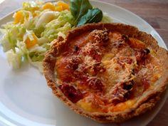 Disse minitærter med skinke og soltørrede tomater egner sig fortrinligt som madpakke. De kan også serveres som frokost på en skøn sommerdag.