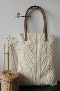 Au Moins: Woolen Shoulder Bag. http://img01.taobaocdn.com/bao/uploaded/i1/85360425/T2QpyoXXNaXXXXXXXX_!!85360425.jpg