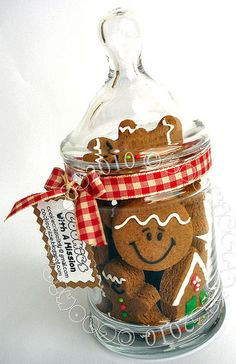 Gingerbread Goodness in a Jar....any cookies packaged like this would be so cute.