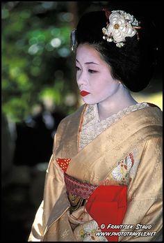 Bild von http://www.phototravels.net/kyoto/geisha-p/geisha-kyoto-p-037.3.jpg