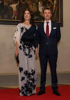 The look of love: Princess Mary and Prince Frederick tour Germany:Mary's flowing jumpsuit, from Danish designer Ole Yde, and her dramatic makeup and curls stole the show. Princesa Mary, Queen Margrethe Ii, Queen Letizia, Mary Of Denmark, Monaco, Mary Donaldson, Denmark Fashion, Style Royal, Prince Frederik Of Denmark