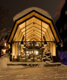 Located in the middle of Hirafu Village just a taxi ride from JR Kutchan Station, Kimamaya Boutique Hotel offers luxurious and stylish. Restaurant Chalet, The Barn Restaurant, Restaurant Design, Metal Building Homes, Building A House, Building Ideas, Pole Barn Homes, Pole Barns, Wallpaper Magazine
