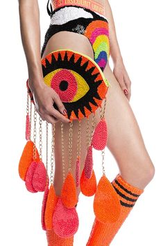 Bold eye catching (LOL) clutch bag in bright vibrant orange and black. Eye Makeup Blue, Diy Fashion, Fashion Bags, Discount Universe, Crochet Purses, Diy Bags, Diy Clothes, Designer, Purses And Bags