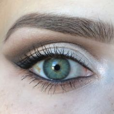 "Makeup look for ""Hooded Eyes"". Hooded eyes, as well as mono-lids, and eyes with ""abundant"" skin, or Even aging eyes, can be difficult to a… - Metarnews Sites Eyeshadow For Hooded Eyes, Hooded Eyelids, Eyeshadow Tips, Eye Makeup Tips, Eyeshadow Makeup, Makeup Ideas, Makeup Tutorials, Eyeshadow Tutorials, Makeup Inspo"