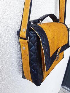 Sac Quadrille en simili noir et liège jaune cousu par Véronique - Patron Sacôtin