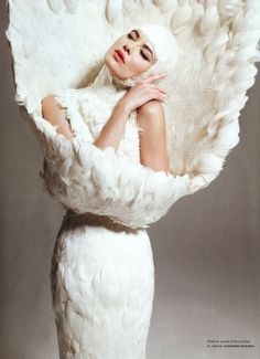 Alexander McQueen I Savage Beauty Exhibition I feather dress I white