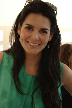 Angie Harmon is rad!  love her in Rizzoli & Isles