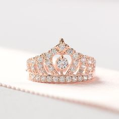 Bague Couronne en or rose Bague Prinzessin Krone von ZakviJewels . Bague Couronne en or rose Bague Prinzessin Krone von ZakviJewels Cute Rings, Unique Rings, Beautiful Rings, Unique Promise Rings, Rose Gold Crown Ring, Princess Crown Rings, Princess Crowns, Princess Rings Pandora, Pandora Ring Princess
