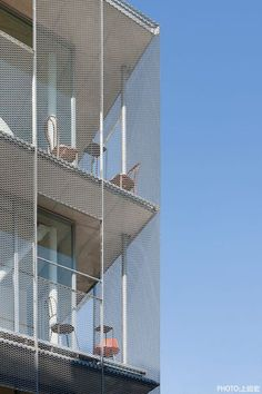screen on facade Detail Architecture, Japanese Architecture, Interior Architecture, Metal Facade, Balustrades, Expanded Metal, Student House, Perforated Metal, Social Housing