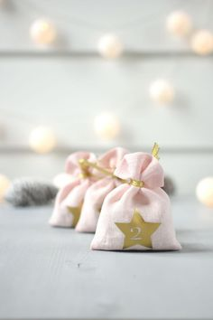 How For Making Candles In Your House - Solitary Interest Or Relatives Affair Count Down The Days Till Christmas With Linen Advent Calendar Bags. You Can Fill Gift Bags With Candies, Small Toys Or Lovely Notes. You Can Use These Reusable Linen Bags Year By Christmas Tree Bag, Days Till Christmas, Etsy Christmas, Christmas Gift Guide, Pink Christmas, Christmas Signs, Modern Christmas, Christmas Ideas, Rustic Christmas Crafts